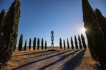 Reflexes Helidon Xhixha - Forms in the Green in San Quirico d'Orcia