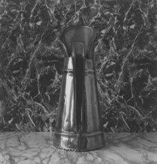 Franco Vimercati, Senza titolo (brocca), 1980-81, 14 fotografie b/n ai sali d'argento, V. 11 cm 24,2 x 25 - Courtesy Archivio Franco Vimercati e Galleria Raffaella Cortese, Milano