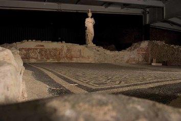 Breno (BS), loc. Spinera. Parco Archeologico del Santuario di Minerva: aula centrale di culto..
