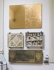 Veduta di allestimento della prima sala con l'opera Luxdrawing, 2021. Mixed media su tavola e resina, cm 140 x 98 x 5 - Collezione dell'artista