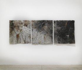 Francesca Leone, CARTE 24-25-26 (trittico), 2019, pittura ad olio su lamiera in ferro di recupero,3 opere da 130x120 cm ciascuna, foto Stefano D'Amadio