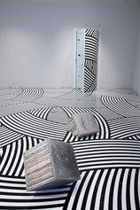 Jim Lambie - The Strokes (Black & White), 2008 - nastro in vinile, dimensioni variabili - Veduta dell'installazioneUnknown Pleasures, 2008 - Tokyo, Hara Museum of Contemporary Art - © JIM LAMBIE, by SIAE 2021