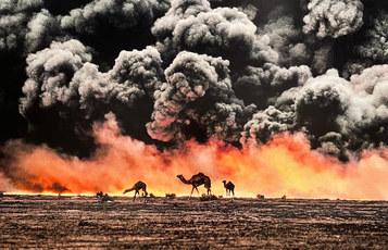 Al Ahmadi Kuwait, 1991 ©Steve McCurry