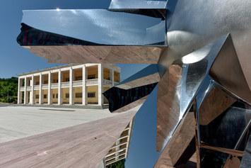 Helidon Xhixha: una scultura per celebrare l'amicizia tra Italia e Albania