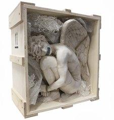 Daniele Accossato _angelo in custodia_ jesmonite, legno, corda e ossidi metallici, cm 30 x 30 x 20