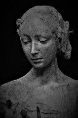 Figura Femminile, 2019. Resina patinata a bronzo.  58 x 48 x 24 cm - Dettaglio