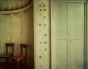 Luigi Ghirri, Faenza, Palazzo Milzetti, 1985, vintage C-Print, 24×30,5 cm, La casa e le stagioni - gli interni series - Courtesy the artist and Galleria Massimo Minini