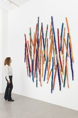 Sheila Hicks - Untitled, 2021 - Synthetic fiber, natural threads, textile - 280×230 cm - Courtesy the artist and Francesca Minini - Photo Andrea Rossetti