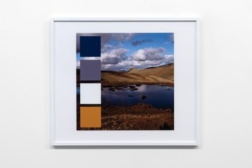 John Hilliard, Lakeland Palette (1), 2016, pigment print on museum board, 66×77 cm, Ed. 1/5 - Courtesy the artist and Galleria Massimo Minini