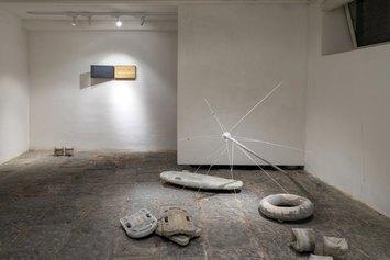 Iacopo Pinelli - Sui corpi galleggianti, 2021 - Installazione Shazar Gallery