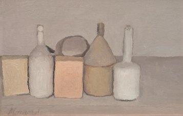 Giorgio Morandi, Natura morta, 1955 (V.971), olio su tela, Collezione Cristina e Giuliana Pavarotti, Provenienza Deposito in comodato gratuito da luglio 2011