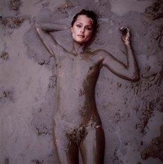ANNIE LEIBOVITZ - Lauren Hutton,Nude,Oxford,Mississippi 1981