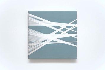 Manuela Toselli. In attesa che qualcosa cambi #33, 2019. Seta shantung, organza di seta e filo di seta. 60x60-cm