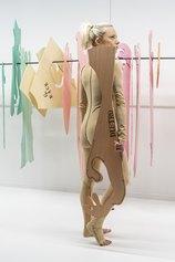 Sissi - Abitare l'altro, 2020, performance, stoffa, legno (Palazzo Bentivoglio, Bologna) - foto Ela Bilalkowska, courtesy Galleria d'Arte Maggiore